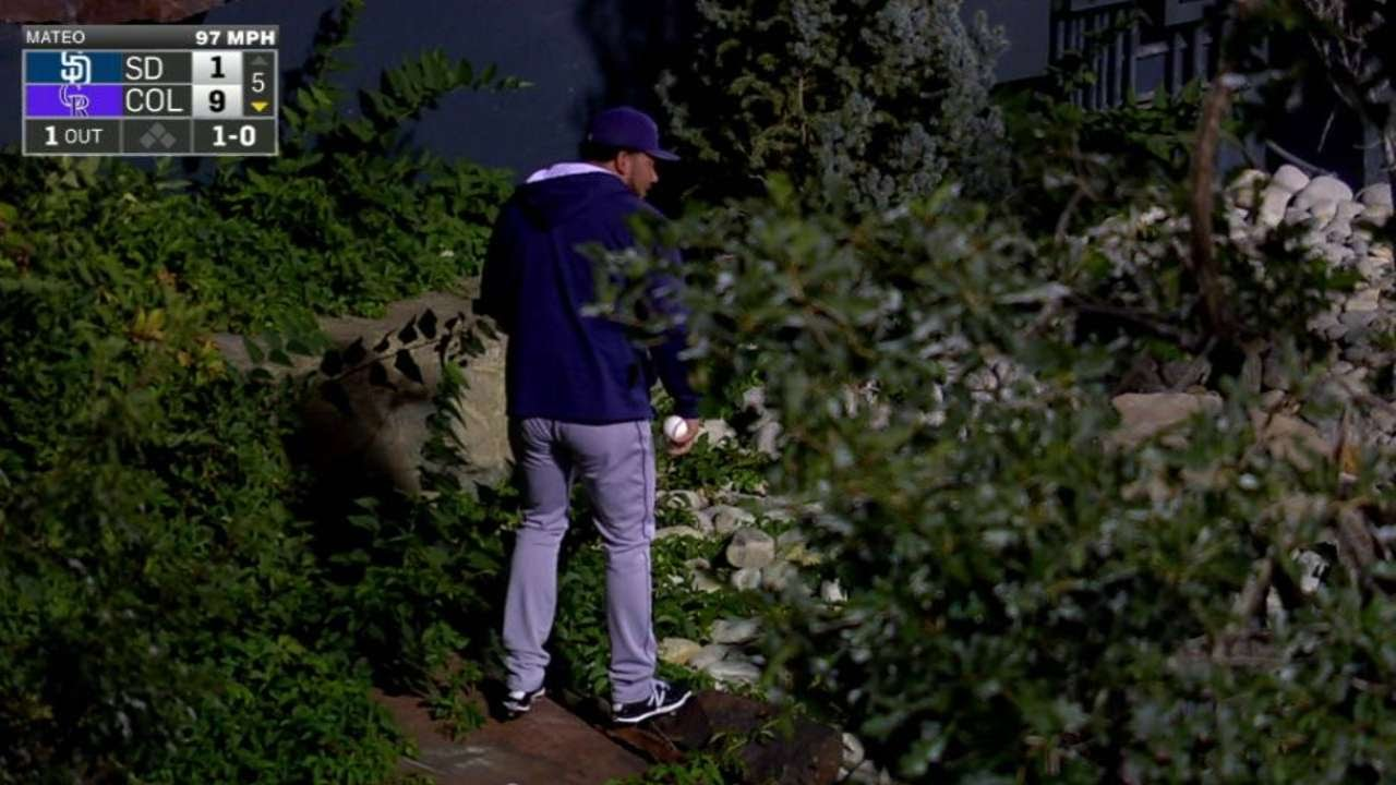Padres bullpen searches bushes for Murphy's first career home run ball