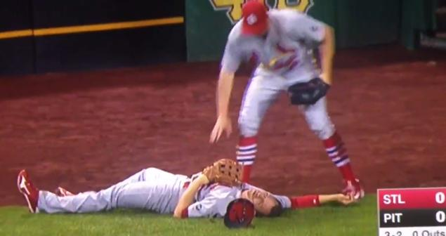 Cardinals OF Stephen Piscotty knocked out after brutal collision