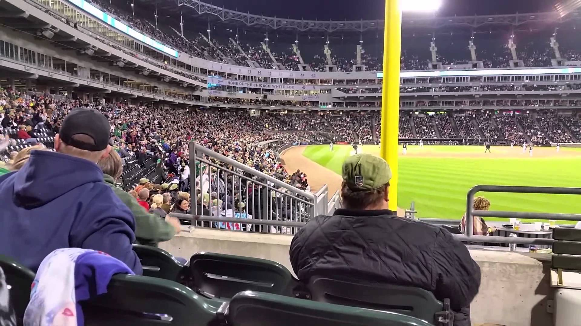 White Sox fan throws up the middle finger when the wave comes around