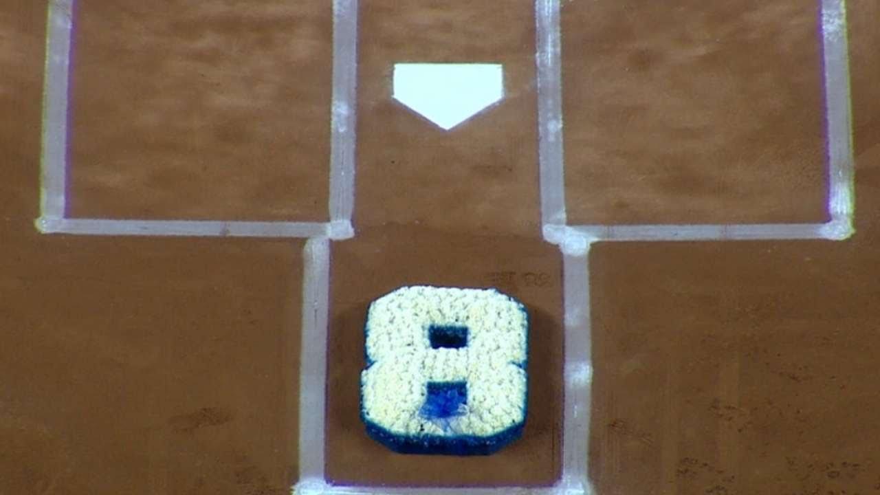 Yankees pay tribute to Yogi Berra at Yankee Stadium