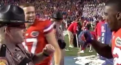Cop dances with Florida Gators safety Keanu Neal on sidelines
