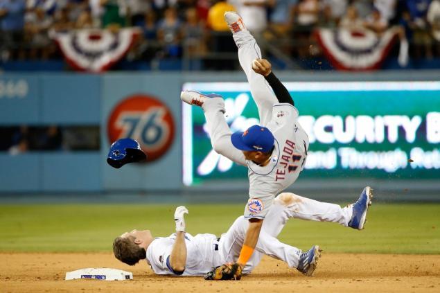 Chase Utley breaks Ruben Tejeda's leg with a questionable slide
