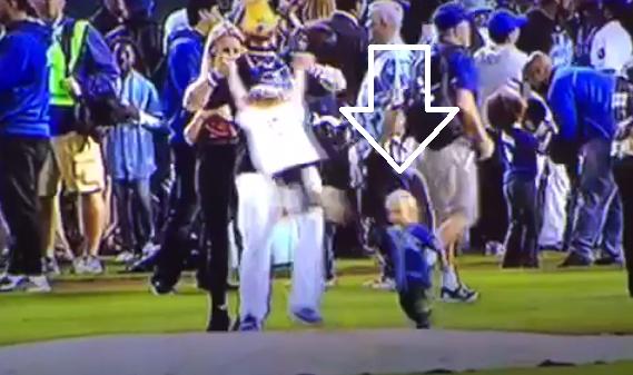 Jonny Gomes accidentally drills a kid in Kansas City Royals celebration