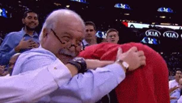 Courtside fan joyfully grabs Ramon Sessions' butt