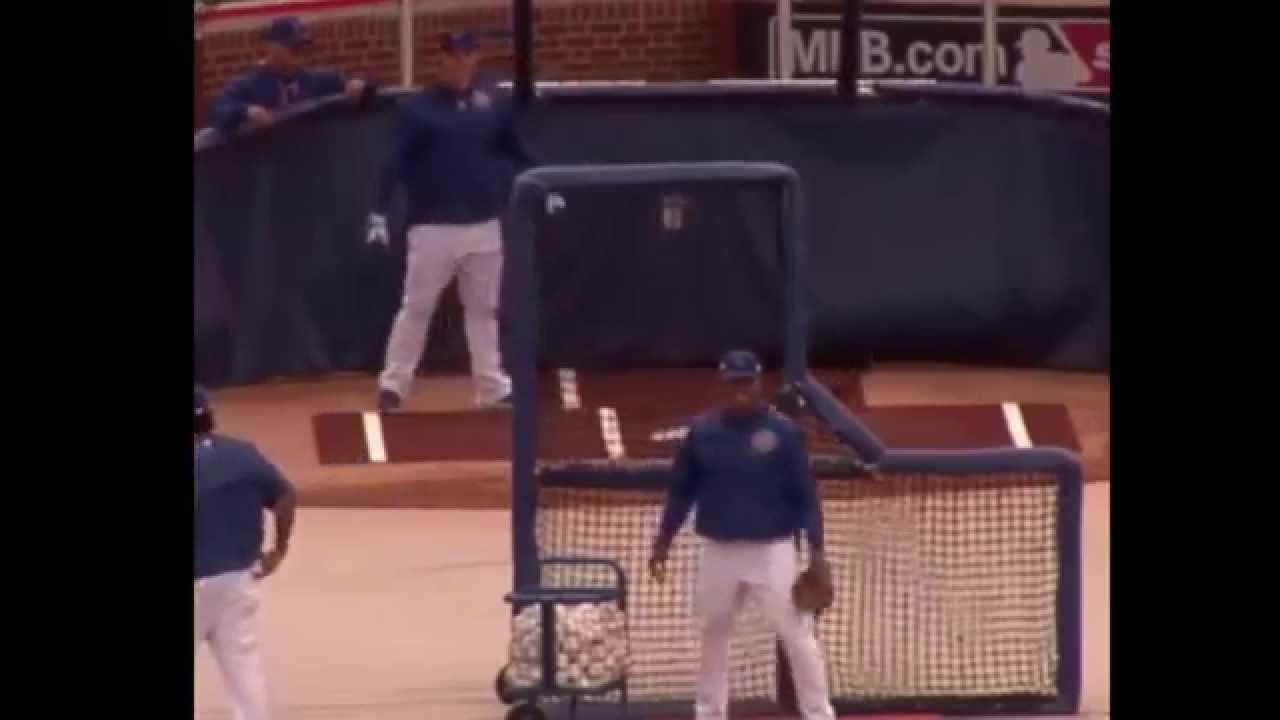 Anthony Rizzo imitates Jose Bautista's bat flip