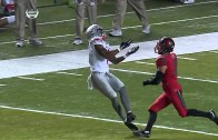 Braxton Miller makes spectacular grab after ball hits his legs