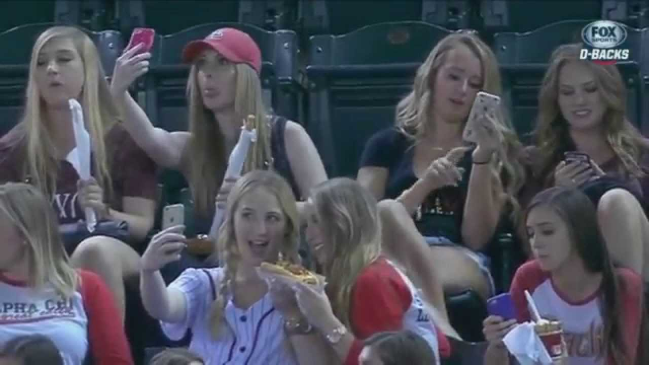 D-Backs announcers blast girls taking selfies during game