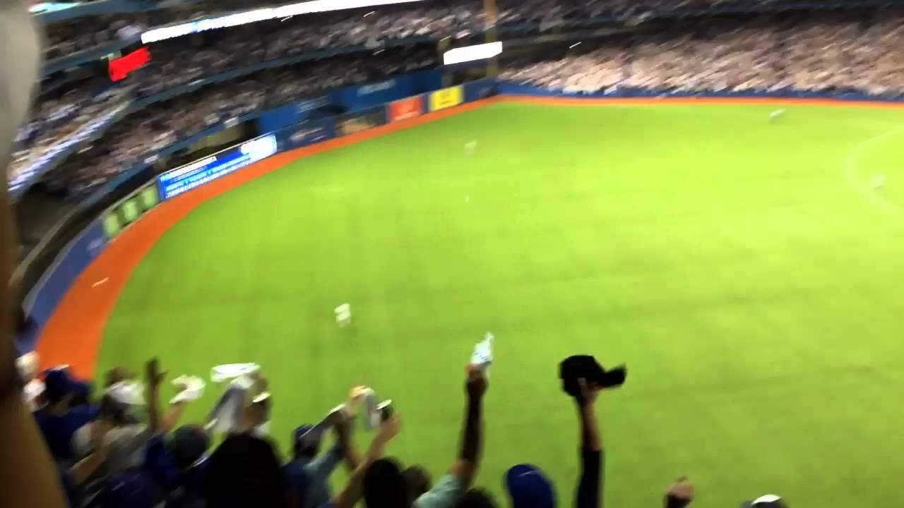 Epic: Mini Jose Bautista fan times his game winning home run
