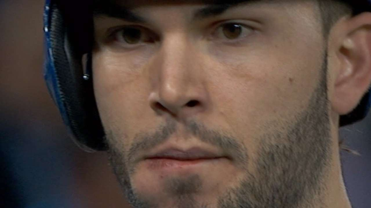 Eric Hosmer fouls a ball into his own face