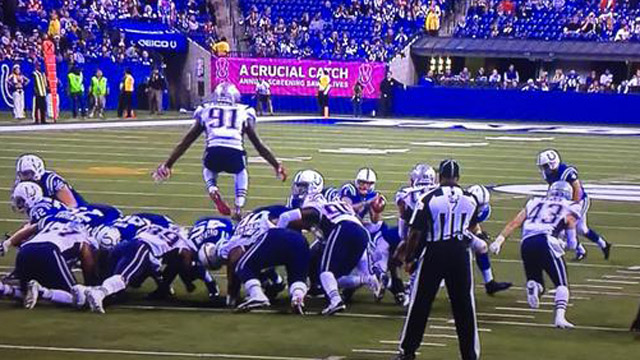 Jamie Collins hurdles Colts on blocked extra point