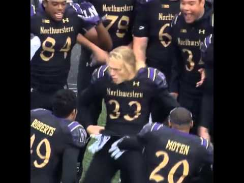 Northwestern football player breaks out some serious dance moves