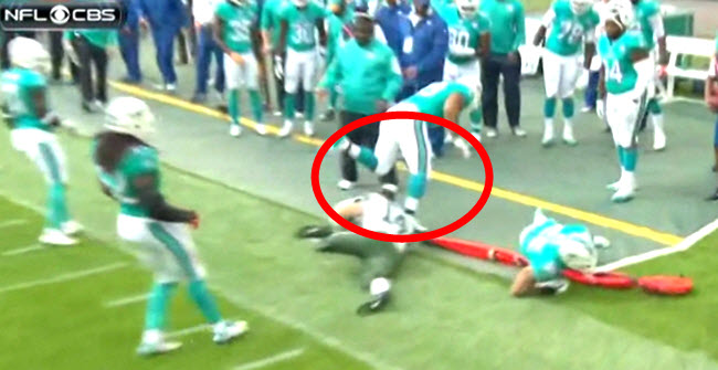 Ndamukong Suh kicks off Ryan Fitzpatrick's helmet: Intentional or accident?