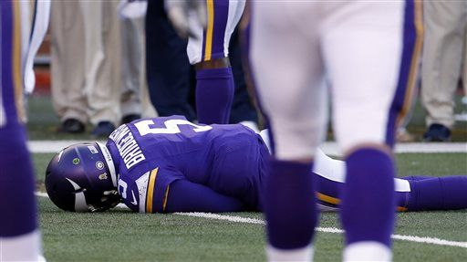 Teddy Bridgewater suffers a concussion with blow to head while sliding