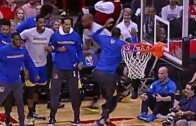 Andre Iguodala has a hilarious reaction to Harrison Barnes' dunk