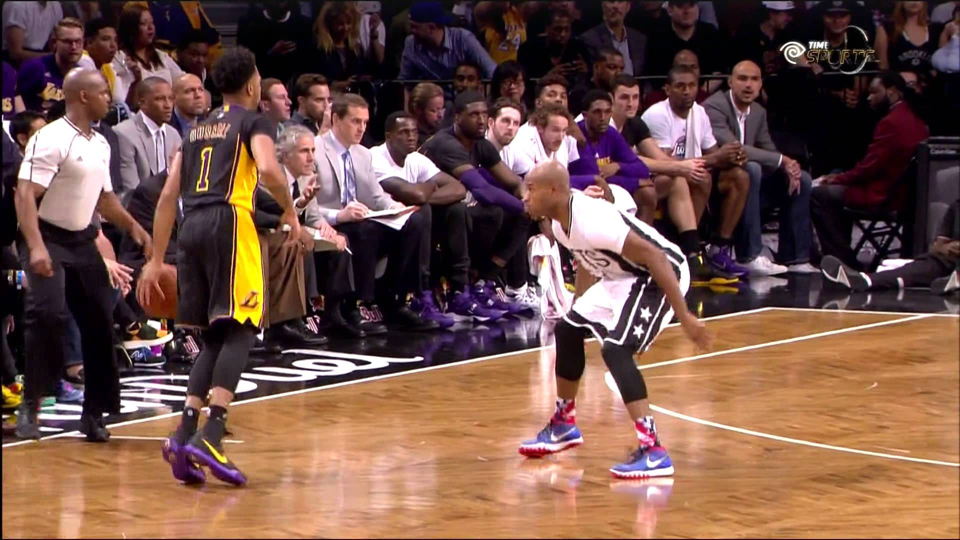 D'Angelo Russell drops Jarret Jack with a nice crossover
