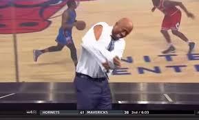 Kenny Smith rips off his sleeves imitating LeBron James