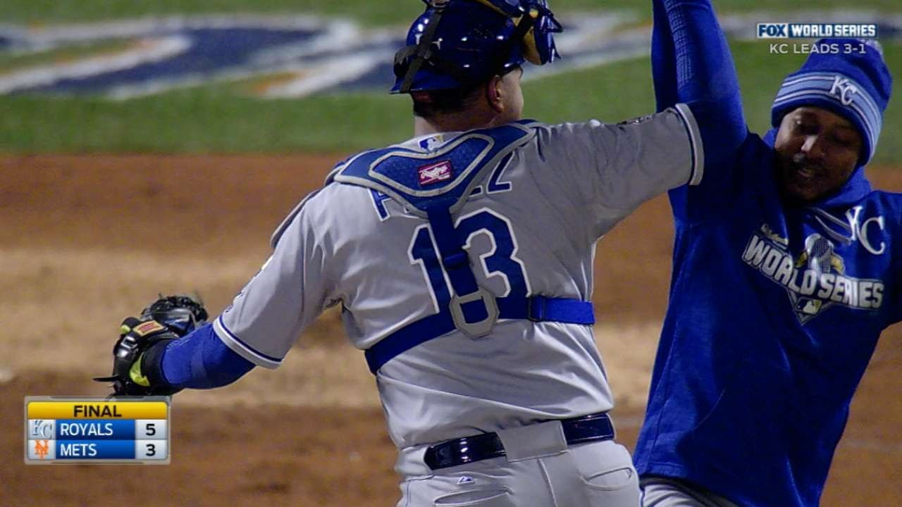 Royals turn two on liner to win Game 4