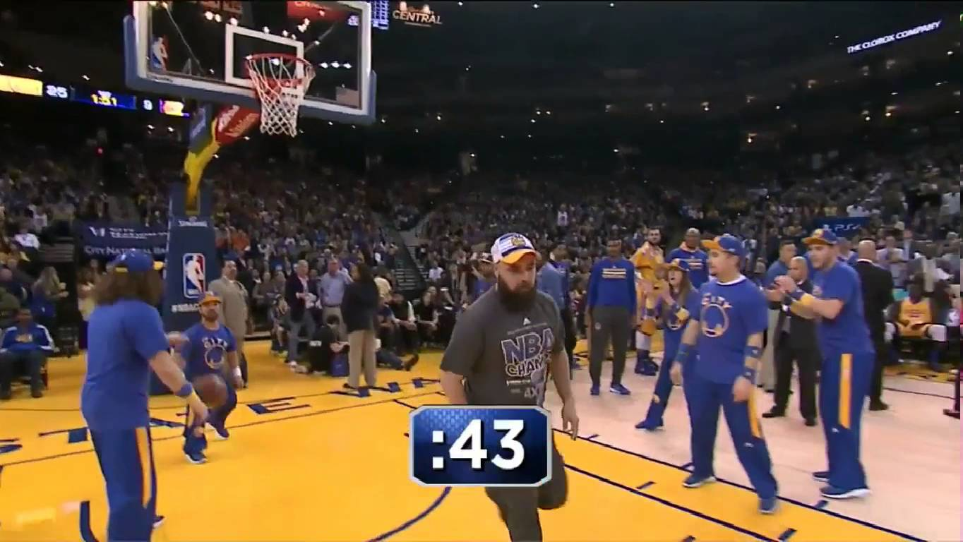 Warriors fan wins hair cuts for fans & gives Lakers bench a throat slash