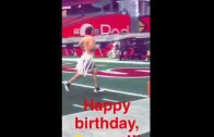 Carson Palmer loses QB bet & jogs shirtless on the field