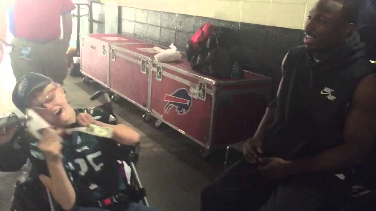 LeSean McCoy makes a dream come true for a young Eagles fan