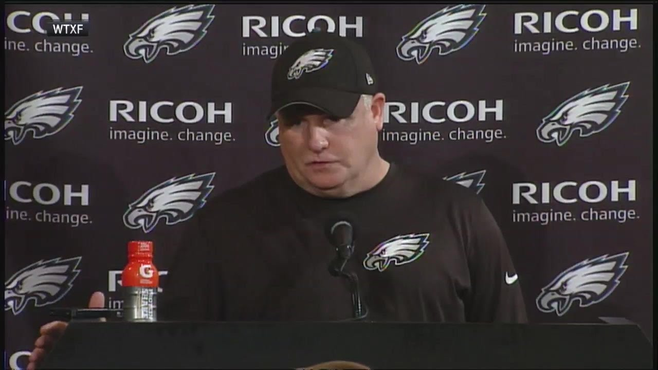 Lights literally go out on Chip Kelly during presser