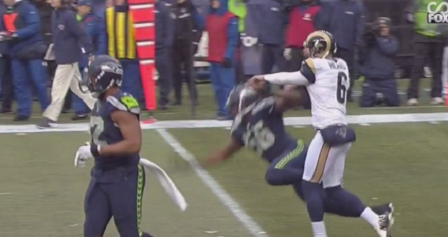 Rams punter hilariously spooked by Seahawks' Michael Bennett & Cliff Avril