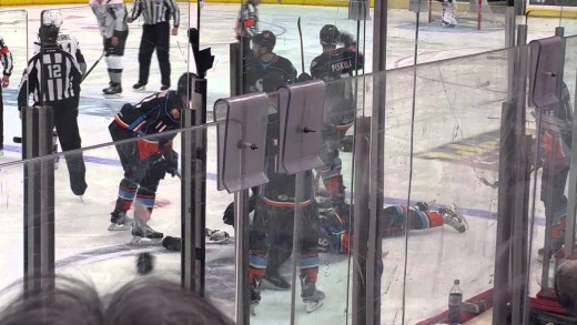 AHL player gets knocked out cold in hockey fight