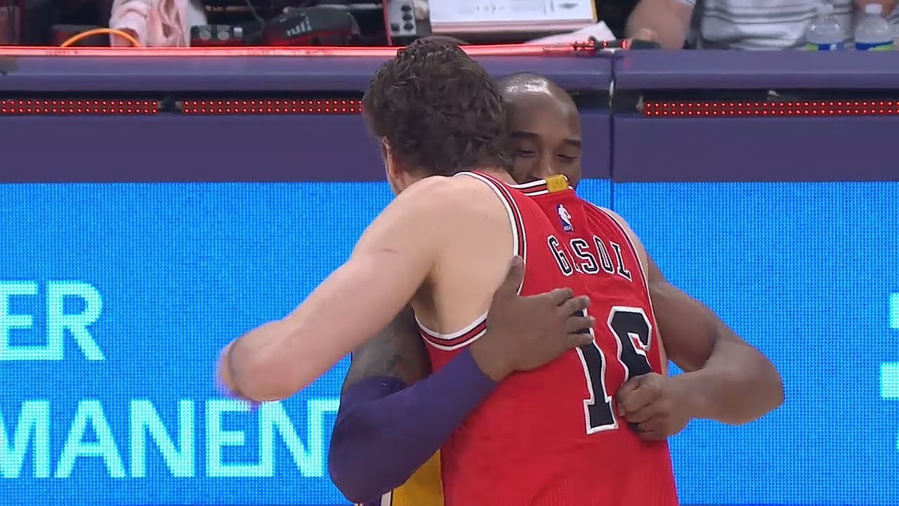 Kobe Bryant & Pau Gasol hug it out before Bulls vs. Lakers tip