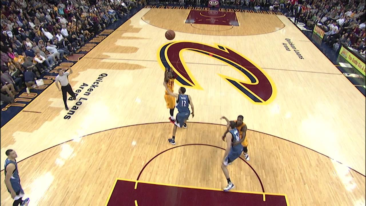 Kyrie Irving crosses Tayshaun Prince & hits the jumper