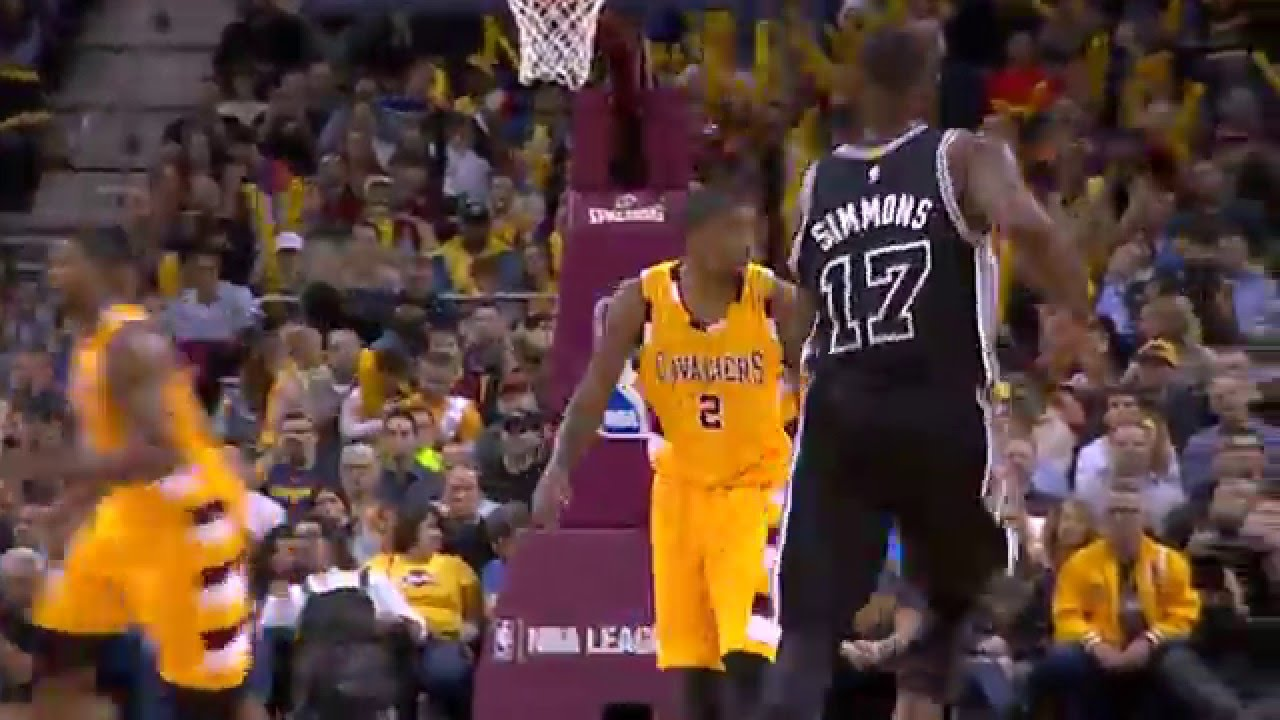 Kyrie Irving shows off his left hand vs. the Spurs