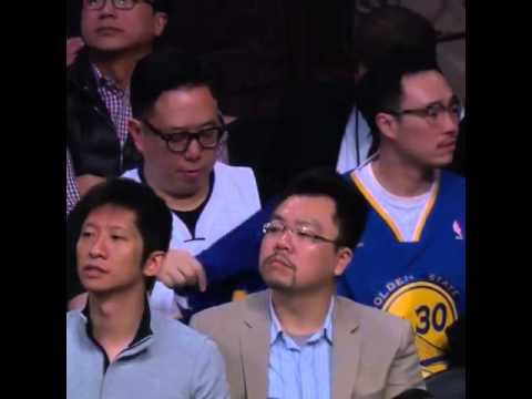 Lakers fan switches sides to the Warriors mid-game!