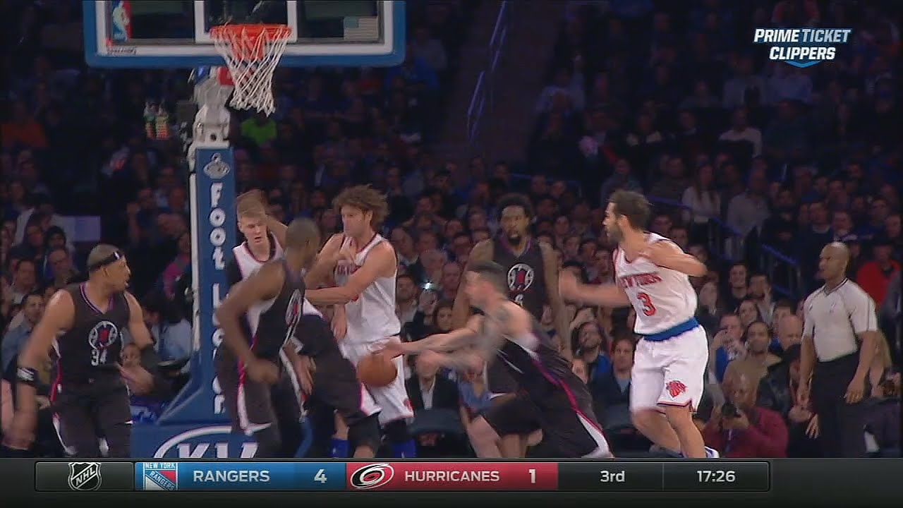 Robin Lopez ejected for hitting Chris Paul