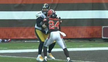 Ben Roethlisberger takes on Cleveland Browns defensive back