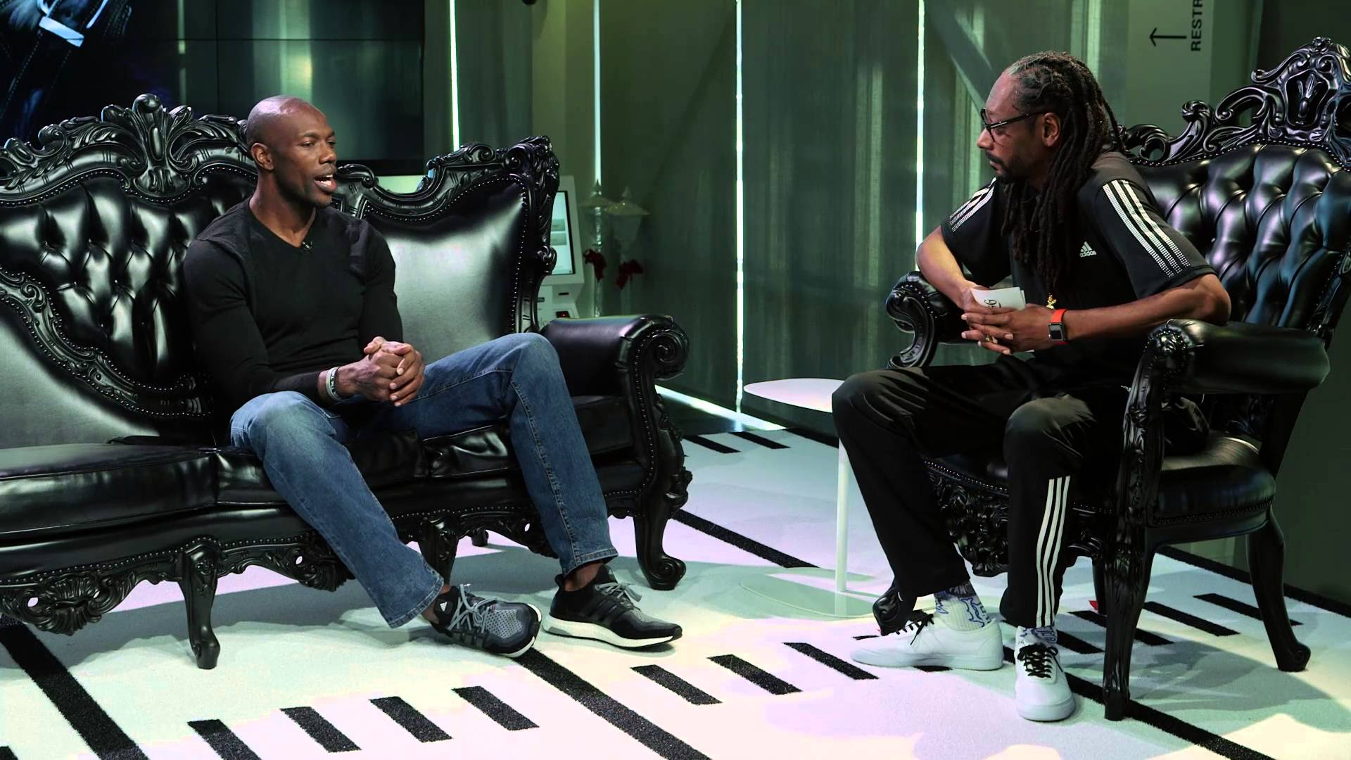 Snoop Dogg interviews Terrell Owens for show
