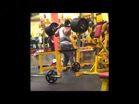 Squat fail: Weights fall off while doing squats