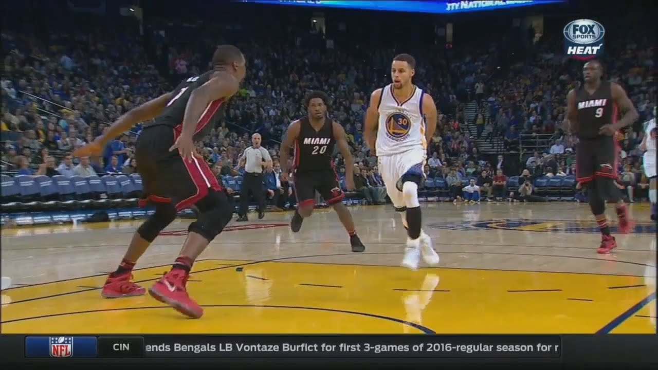 Steph Curry with an unbelievable behind the back pass