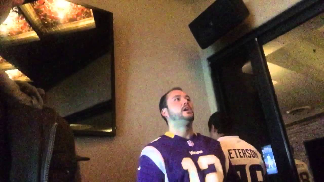 Vikings fan paralyzed in time by the missed Blair Walsh field goal