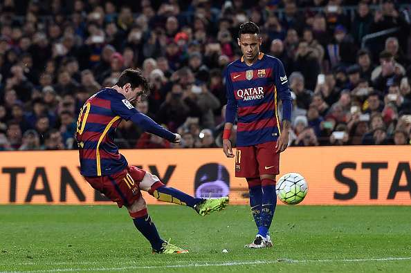 Lionel Messi scores beautiful free kick goal