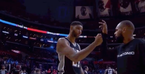 Tim Duncan's weird or failed handshake with Patty Mills