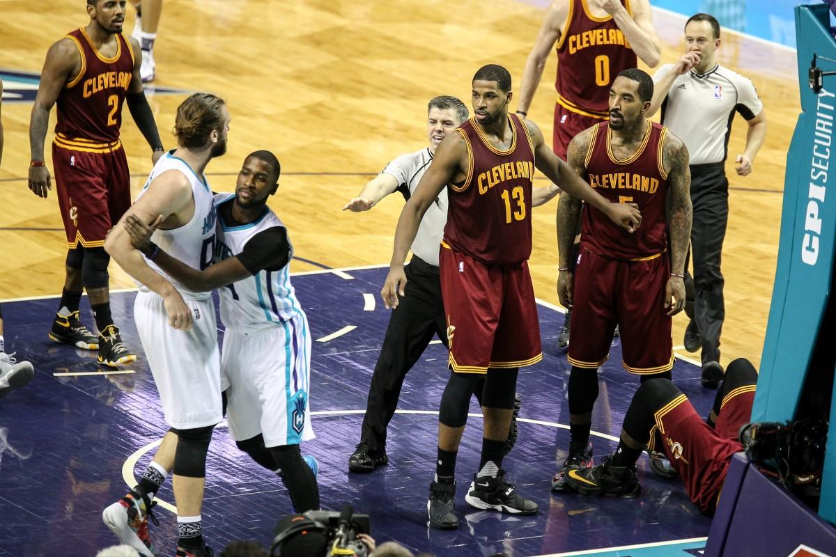JR Smith defends LeBron James & shoves Spencer Hawes