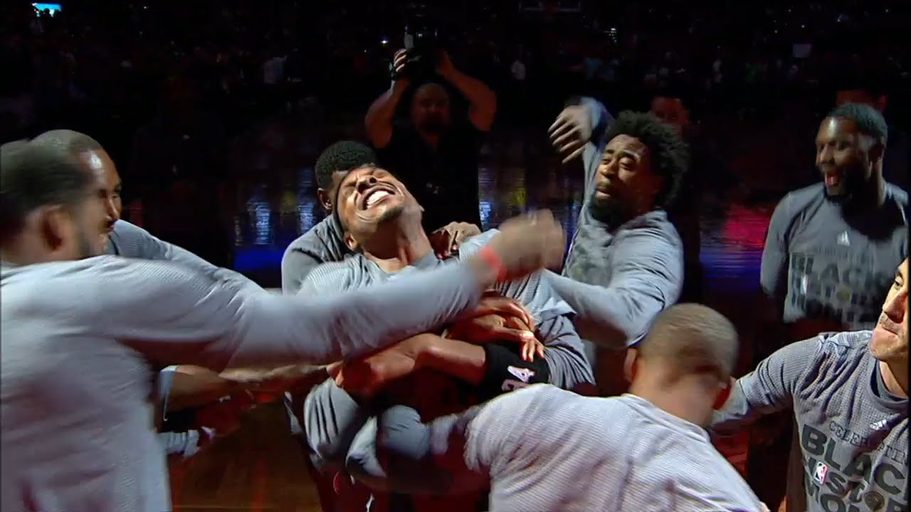 Paul Pierce gets faked stabbed by his Clippers teammates