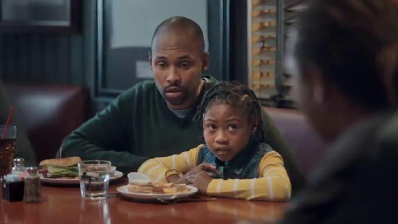 Priceline ad makes fun of Latrell Sprewell & compliments David Robinson