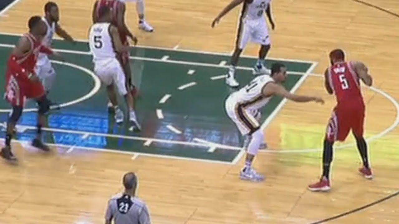 Shaqtin: Josh Smith with a blatant no call travel