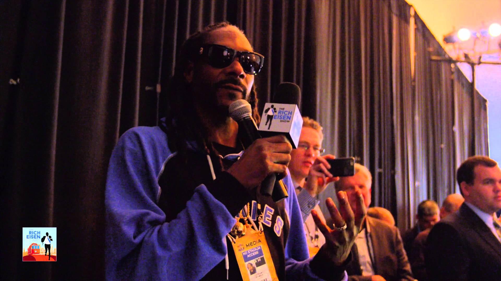 Snoop Dogg interviews Peyton Manning