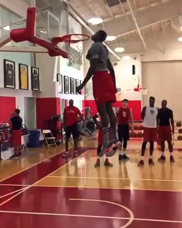 St. John's freshman literally kisses the rim
