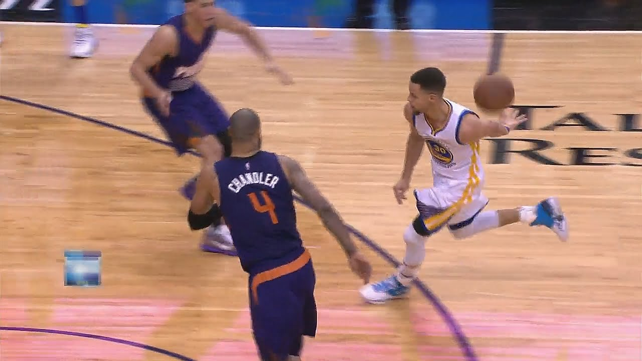 Stephen Curry with the behind the back dish to Klay Thompson