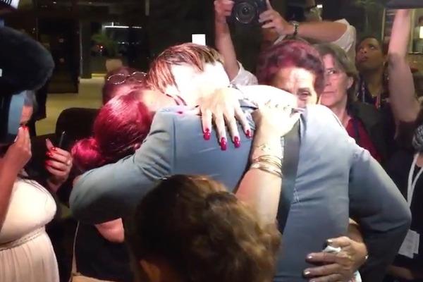 Beautiful: Tampa Bay Rays player Dayron Varona reunites with family in Cuba