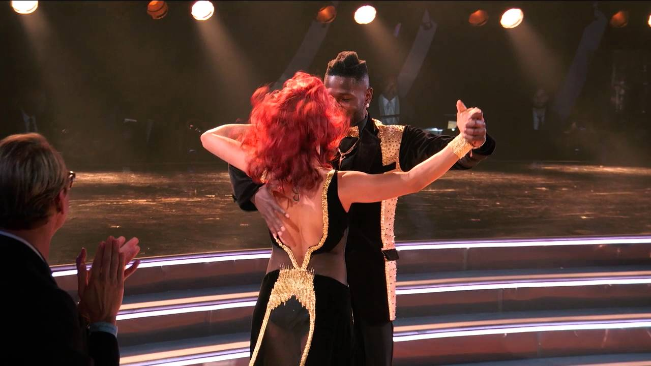 Antonio Brown busts some moves on Dancing With The Stars
