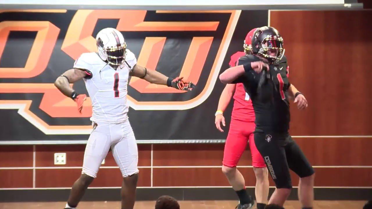 Dez Bryant surprises Oklahoma State football in new uniforms