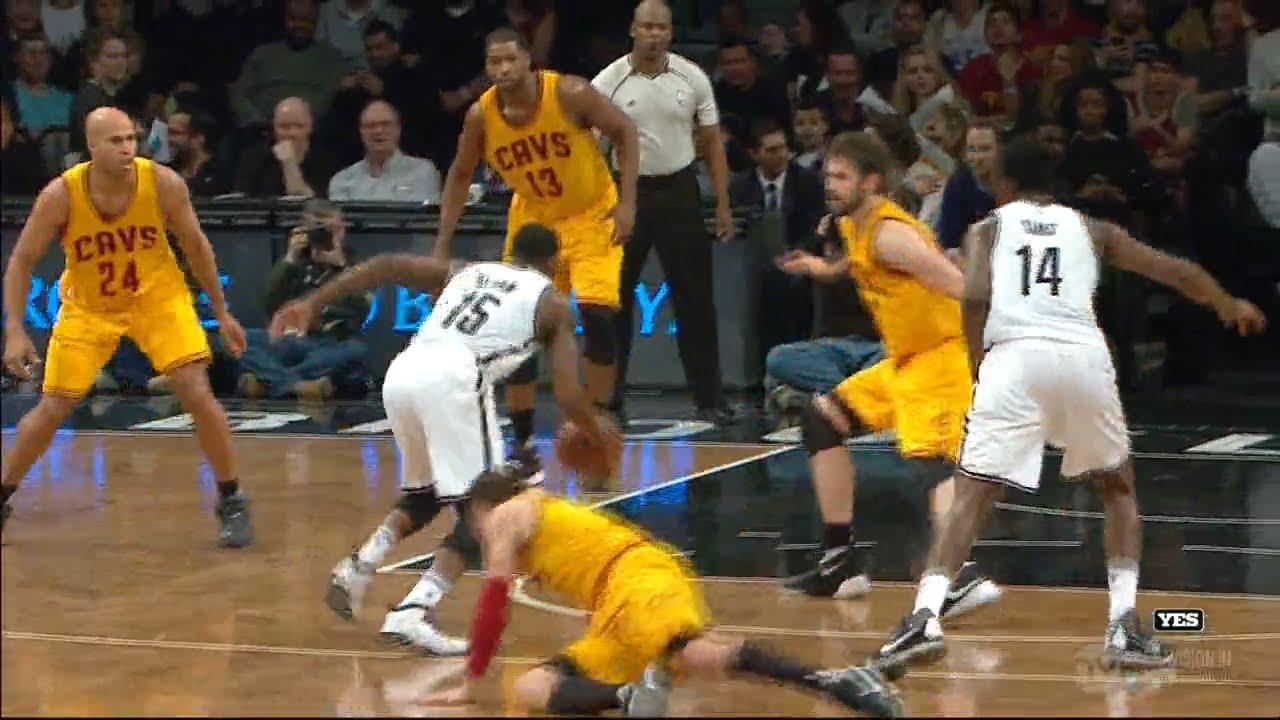 Donald Sloan crosses up Matthew Dellavadova's ankles